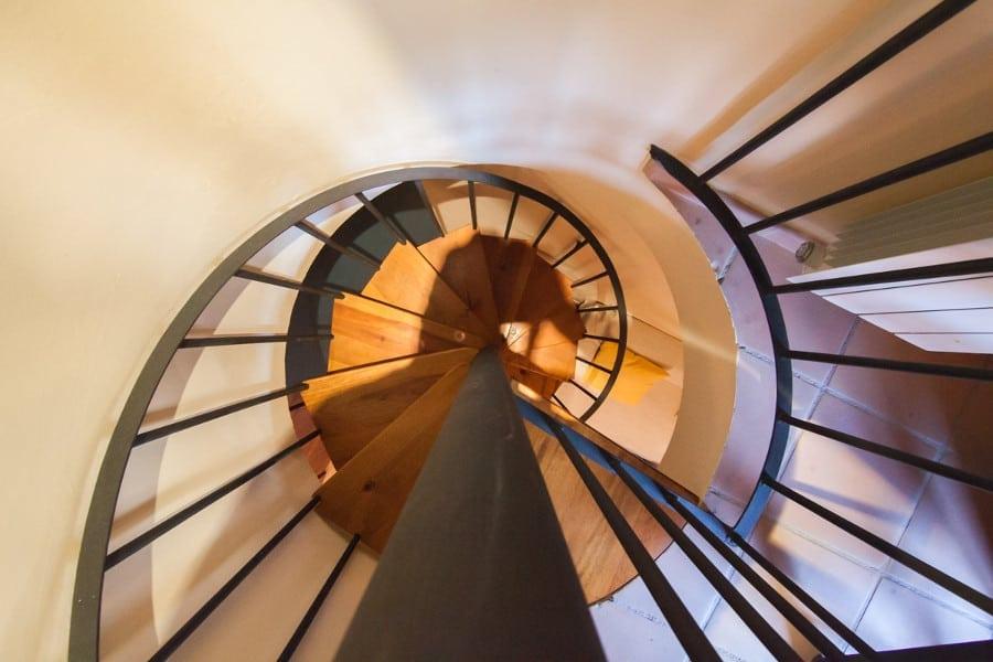 Escalera de caracol al dormitorio