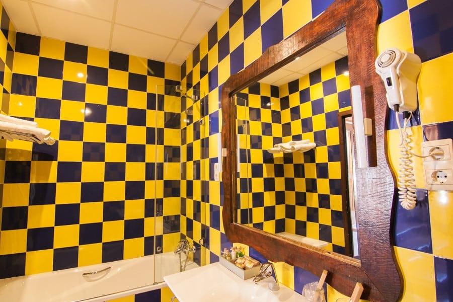 Inteior del cuarto de baño de la habitación doble
