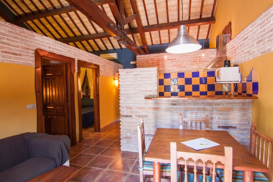 Interior habitación 4 personas Complejo Turístico La Garganta tu balcón al Caminito del Rey | @lagarganta.com