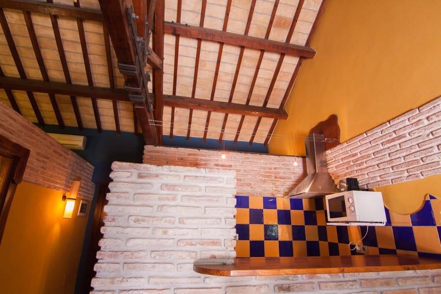 Cocina habitación 4 peronas Complejo Turístico La Garganta tu balcón al Caminito del Rey | @lagarganta.com