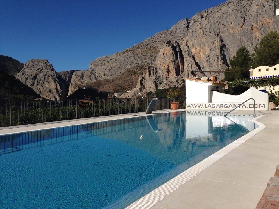 Vistas del caminito del rey desde la piscina complejo - Piscina arganda del rey ...