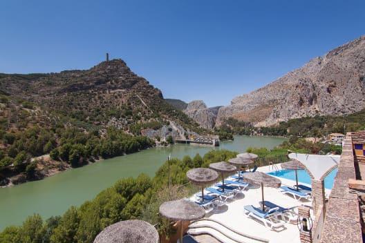 Exteriores 2 vistas terraza Complejo Turístico La Garganta tu balcón al Caminito del Rey | @lagarganta.com