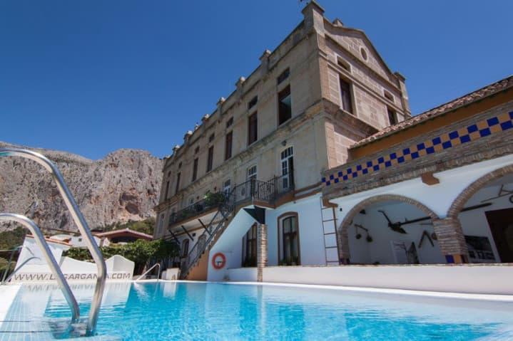 Exteriores Complejo Turístico La Garganta tu balcón al Caminito del Rey | @lagarganta.com