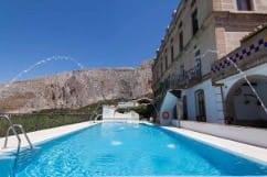 Piscina y exteriores Complejo Turistico La Garganta, Tu balcón al Caminito del Rey | @lagarganta.com
