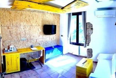 Interior habitación en obras Complejo Turístico La Garganta tu balcón al Caminito del Rey | @lagarganta.com