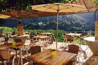 Terraza restaurante la Garganta Complejo Turístico La Garganta tu balcón al Caminito del Rey | @lagarganta.com