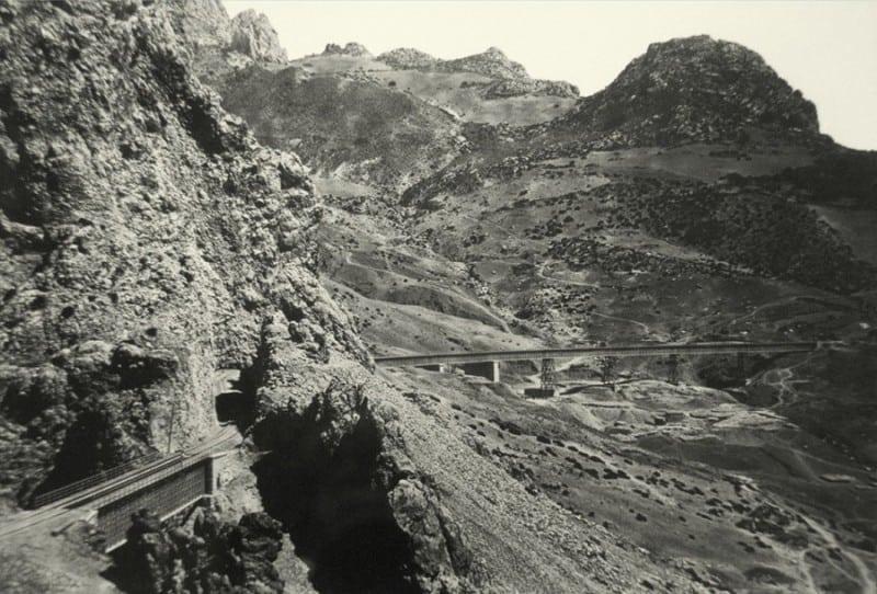 Vistas-de-la-vía-del-ferrocarril-a-su-salida-de-El-Chorro